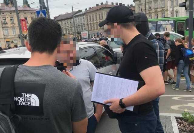 Во Львове на взятке поймали прокурора