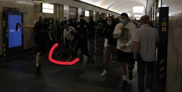 В киевском метро праворадикалы напали на сторонников анархиста Боленкова