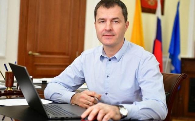 Мэр Ярославля Владимир Волков не смог разобраться с депутатом Анатолием Кашириным, критиковавшим его за конфликт интересов