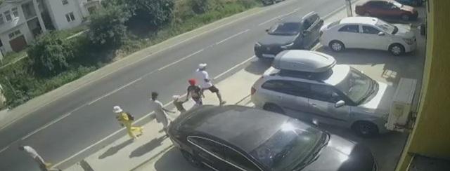 В российском регионе водитель сбил на тротуаре трех взрослых и трех детей