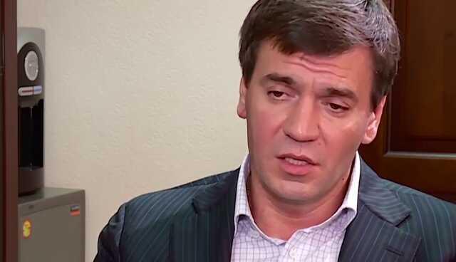 Почему аваковский следователь по особо важным делам Бут Дмитрий Сергеевич чистит Интернет