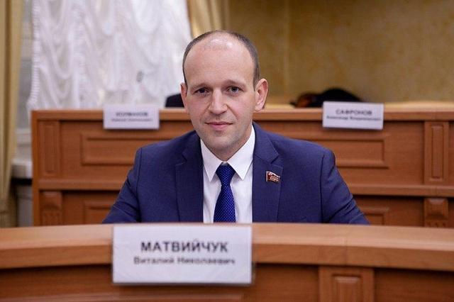 Депутатские закрома. Виталий Матвийчук выбрал «Инфинити»