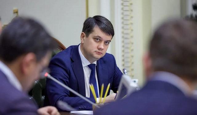 Разумков предложил забрать у СНБО право определять перечень олигархов