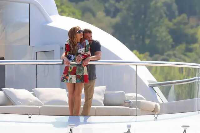СМИ Джей Ло и Бен Аффлек отметили день рождения певицы на яхте Ахметова