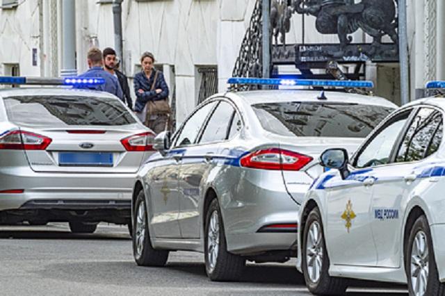В Петербурге тело женщины привязали за шею проводом к автомобилю