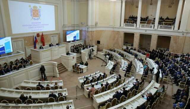 После выборов в России может остаться лишь один региональный парламент, в котором все депутаты получают зарплату