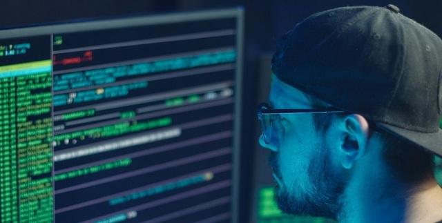 ФИО, место работы и код: в Эстонии хакер украл почти 300 тысяч ID и фото