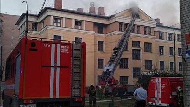 Семь человек пострадали при пожаре в общежитии российского вуза