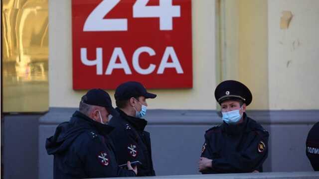 Суд арестовал девушку, позировавшую полуобнаженной на крыльце отдела полиции Екатеринбурга