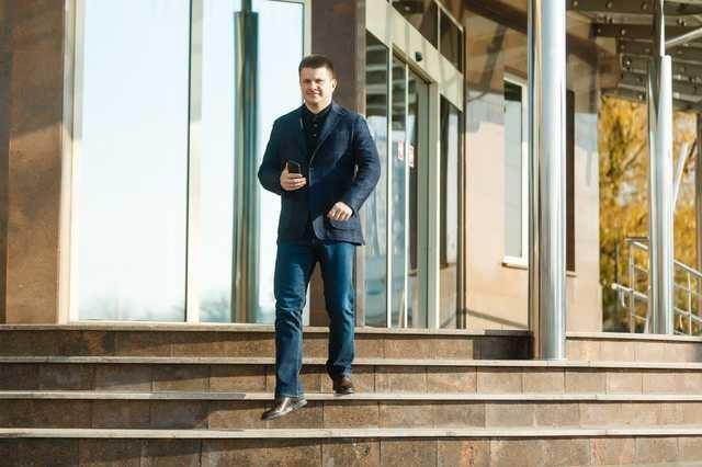 Что ищет в Офисе президента аферист и вечный банкрот Андрей Гриненко