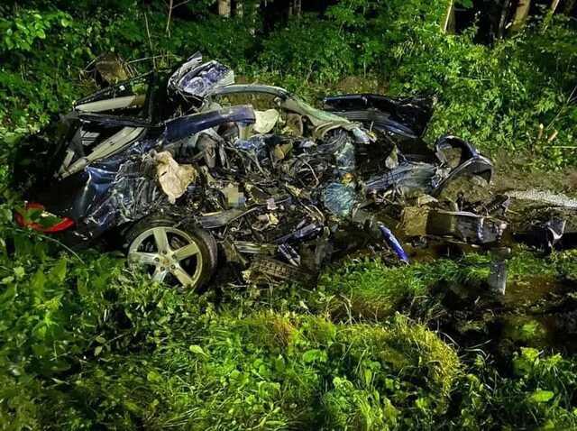 Под Львовом авто на скорости влетело в фуру, 23-летний водитель погиб на месте