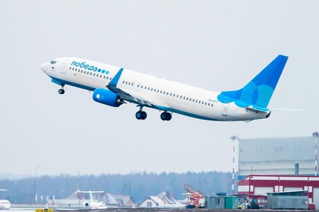 Как министр транспорта Виталий Савельев полетал с простым народом на авиакомпании «Победа» и похвалил себя за это