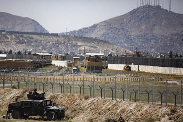 У ворот аэропорта Кабула произошел взрыв