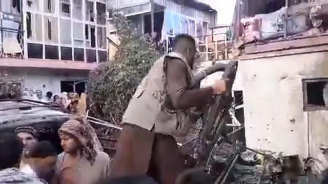 Появились кадры подорванного в Кабуле автомобиля со взрывчаткой