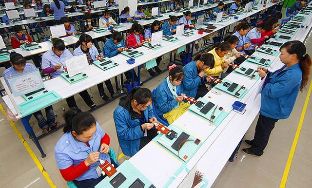 """В Китае запретили """"убийственный"""" рабочий график"""