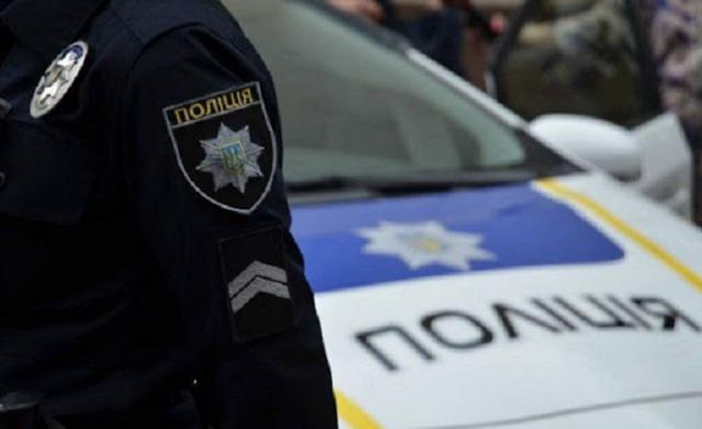 Полицейские украли мусорную корзину на мойке самообслуживания в Константиновке
