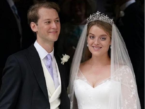 Внучка двоюродной сестры королевы Елизаветы II сыграла свадьбу — второй раз за год