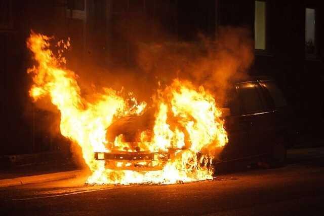 В Харькове сожгли автомобиль майора полиции