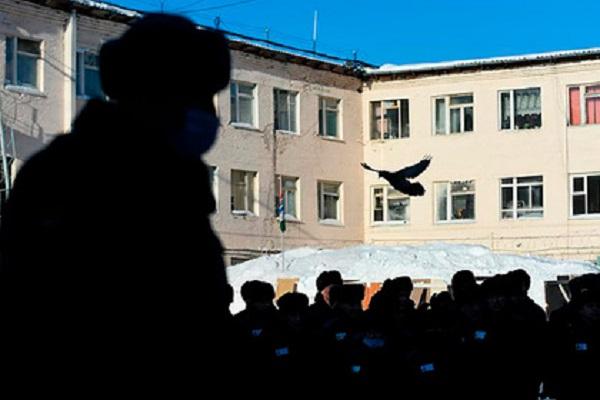 Российским заключённым разрешили переписываться между собой внутри колонии