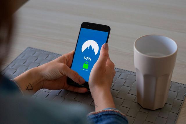 Apple отключила в РФ встроенный VPN. Теперь пользователей можно вычислить по «айпи»