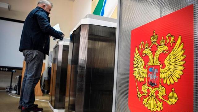 Массовый подвоз избирателей к участкам зафиксирован в Якутске, Ульяновске, на Орловщине