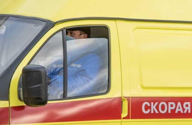 Главу избиркома в ЯНАО увезли с участка в больницу на машине скорой помощи
