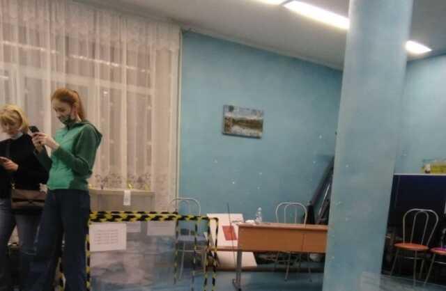 В Петербурге на УИКе в округе, где конкурируют два провластных кандидата, произошел погром