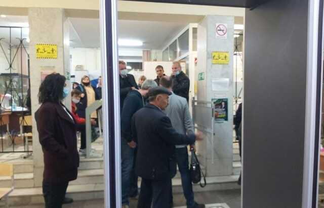 На скандальном УИКе в Челябинске сейф-пакеты с отмененными бюллетенями оказались вскрыты