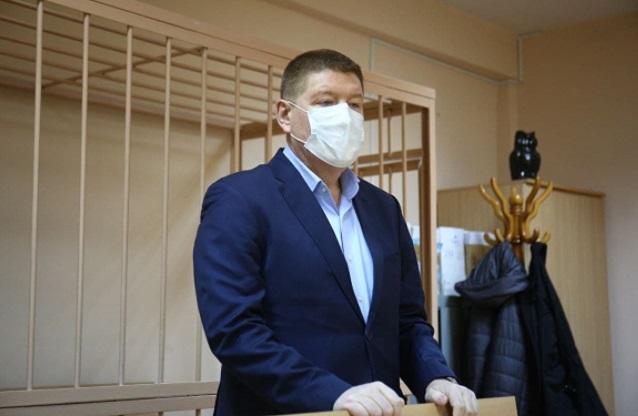 Экс-депутат думы Екатеринбурга, застройщик Плаксин пришел на приговор с сумкой для колонии