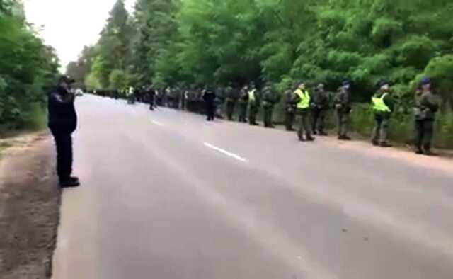Водолазы, ГСЧС и нацгвардейцы: МВД опубликовало видео поисков улик по расстрелу автомобиля Шефира