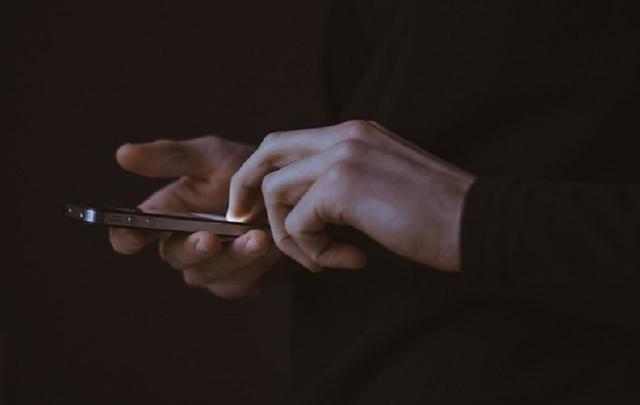 Московский следователь слил в сеть интимные фото попросившего о помощи подростка