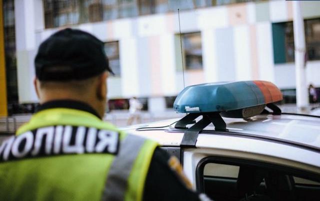 На Прикарпатье мужчина нанес полицейскому 14 ударов ножом
