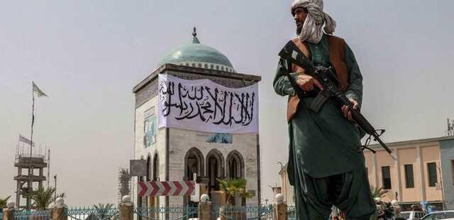 """""""Чтобы предупредить остальных"""". В Афганистане талибы повесили тело преступника на площади"""