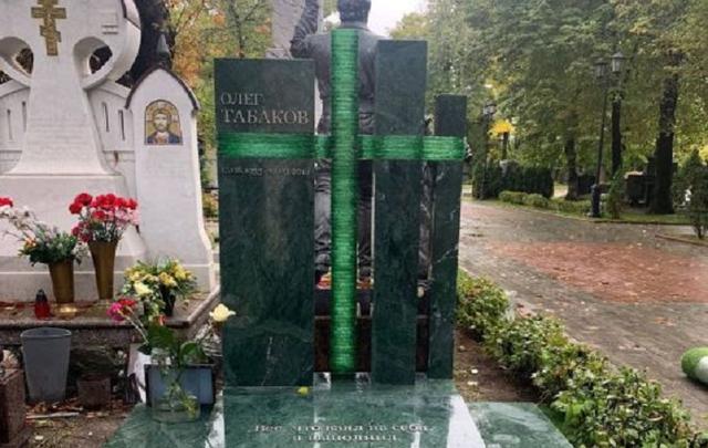 На могиле Олега Табакова наконец поставили памятник: как он выглядит