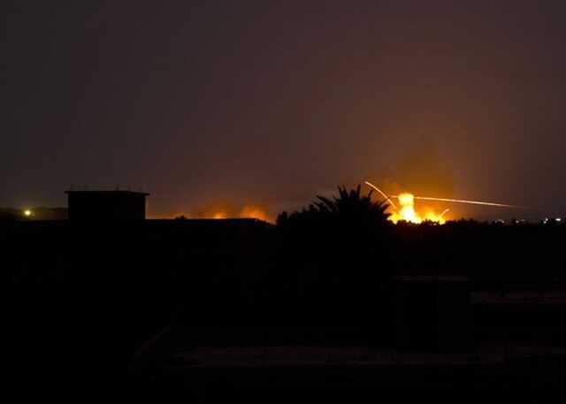 В Сирии неизвестный самолет атаковал базу проиранских ополченцев – СМИ