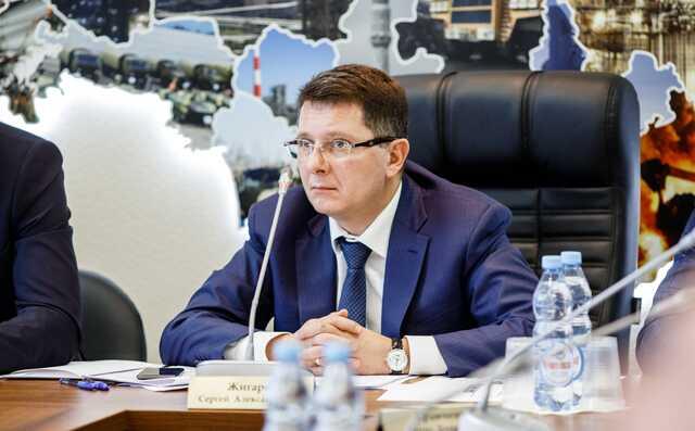 «Жириновский бегает по АП с чемоданом денег»