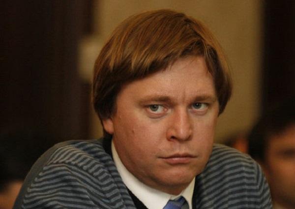 """Бурков начал """"брать"""" квартирами?"""