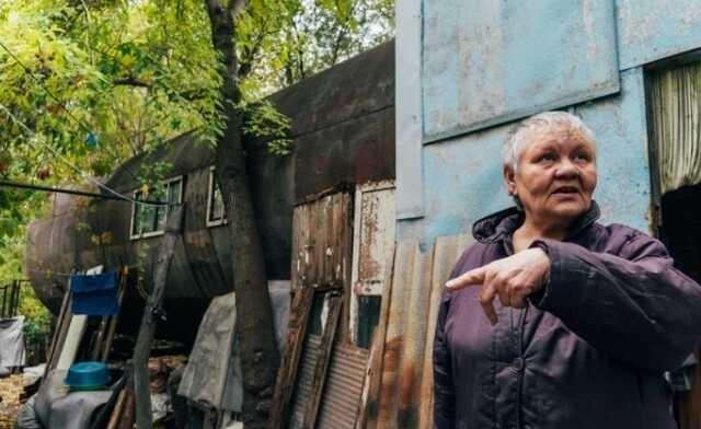 Жительница Омска 35 лет живёт в ржавой железной бочке