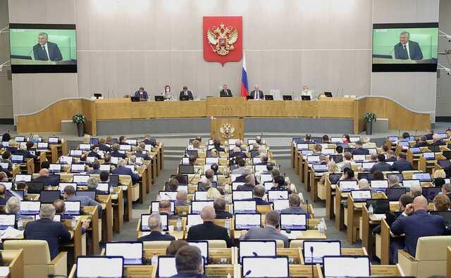 Депутатов ГД отвезут на встречу к Путину на автобусах. Путь пешком был бы короче в 3 раза