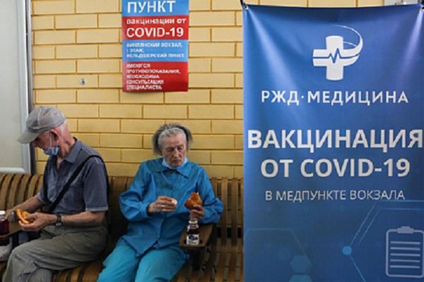 Собянин пообещал по 10 тысяч рублей пожилым москвичам за прививку от COVID-19