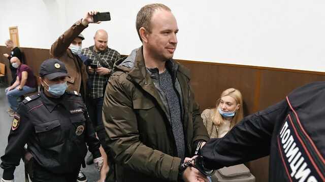 Лифт привез подельников Левченко под домашний арест