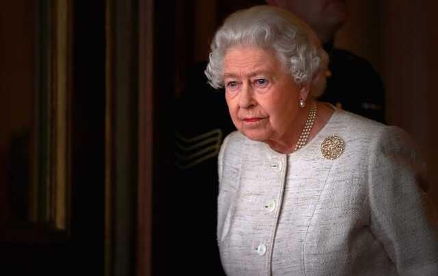 """Здоровье Елизаветы II пошатнулось? Появилось """"настораживающее"""" видео"""