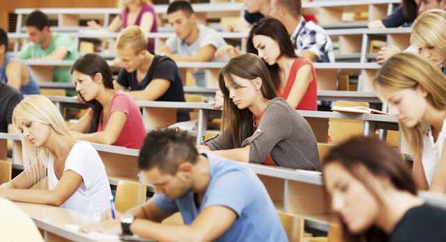 В Ивано-Франковске первокурсница занялась сексом во время лекции