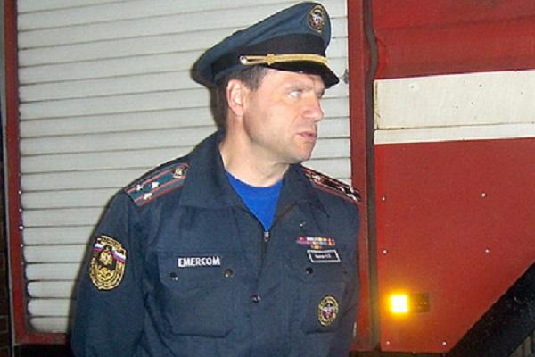 Бывшего генерала МЧС обвинили в фиктивном трудоустройстве друга-охотника