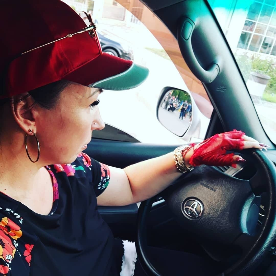 Ольга Юрченко за рулем Land Gruiser (2019 год).